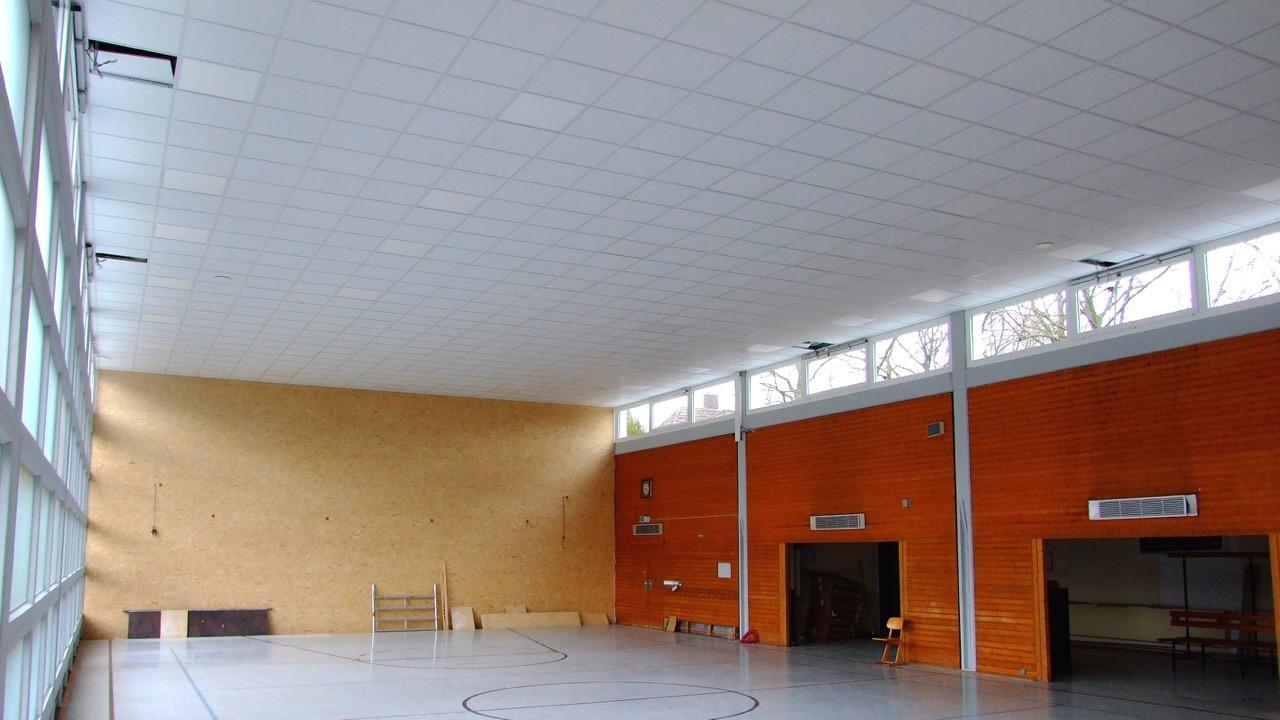 Baufortschritt Turnhalle - Beleuchtung installiert